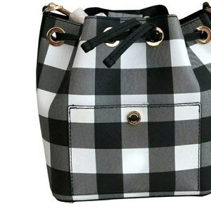 Michael Kors Bags - Michael Kors Greenwich sm bucket crossbody